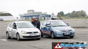 Renginyje visi norintys galėjo pabūti vairuotojais ir pasivažinėti vairavimo mokyklos automobiliais