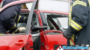 Keleivių vadavimo iš sumaitoto automobilio pasirodymas